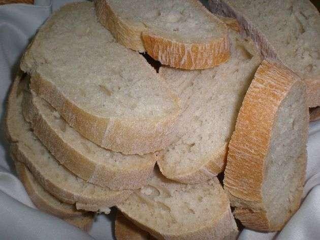 Rodajas de pan artesanal integral